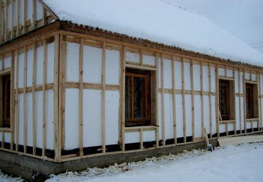 Как утеплить деревянный дом, выбор утеплителя, процесс утепления дома