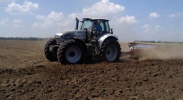 Рыхлим почву под картофель правильно