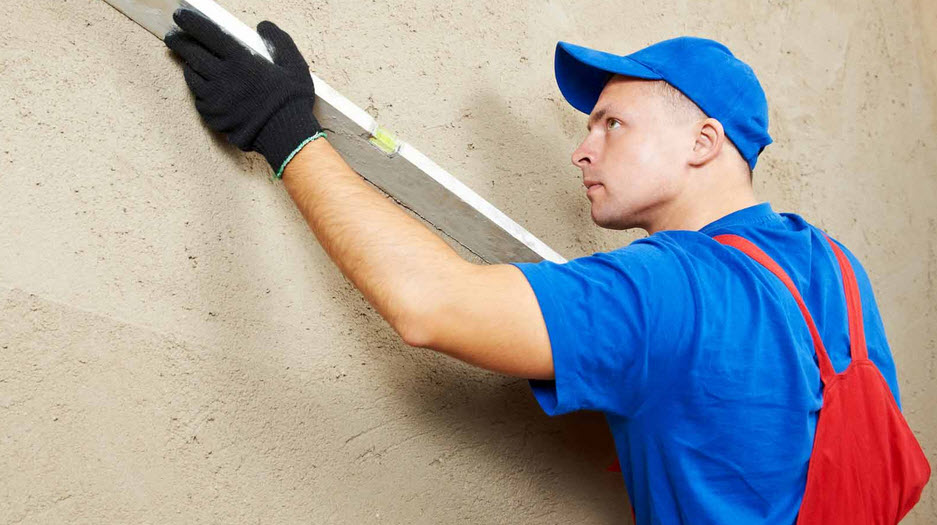 Как выравнивать стены под поклейку обоев