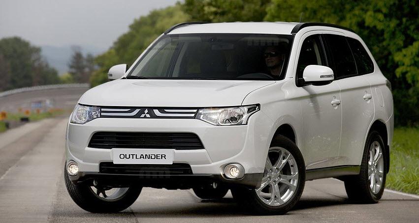 Кроссоверы Mitsubishi Outlander и Hyundai Santa Fe – кризис среднего класса