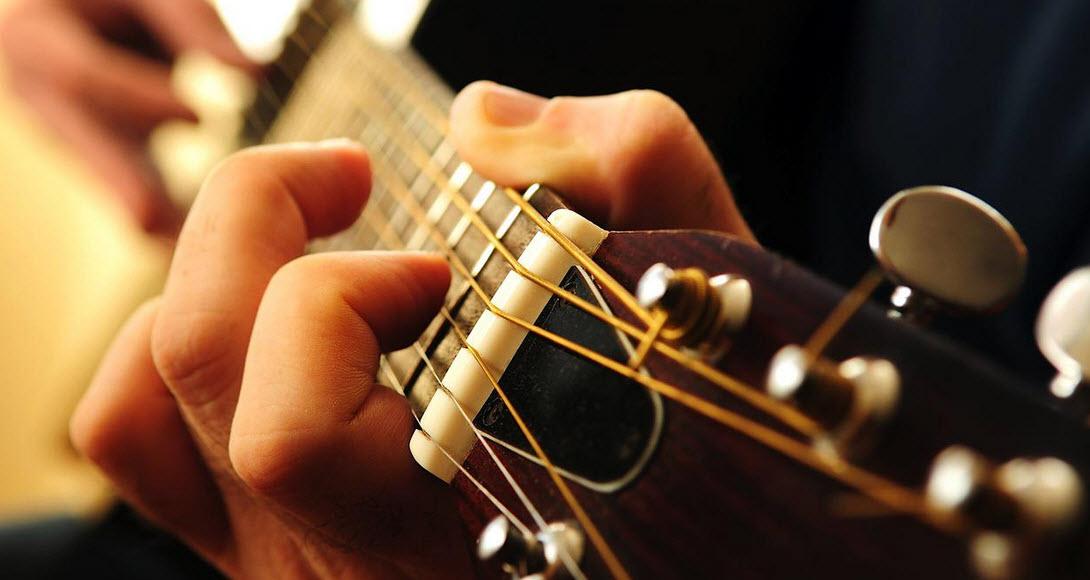 Виды акустических гитар. Замена струн на акустике