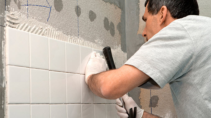 Как самому класть плитку на стену