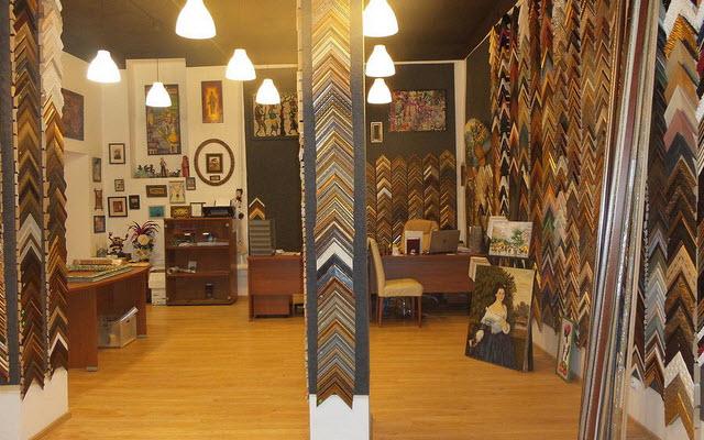 Зеркала в багетных рамах - украшение в современном интерьере