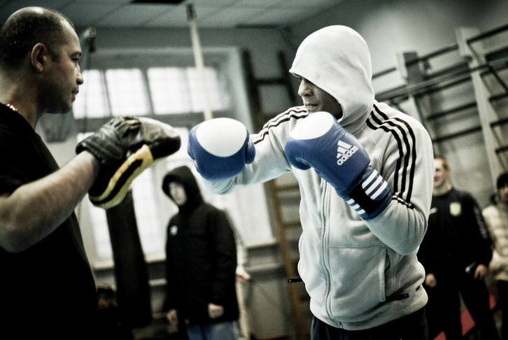 Как поставить удары в боксе?