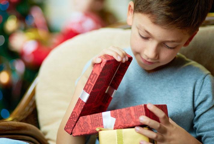 Что подарить сыну на Новый год 2017