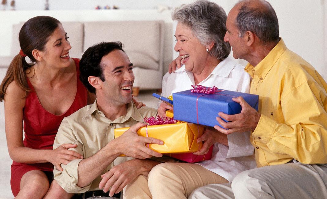 Что подарить родственникам на Новый год 2017