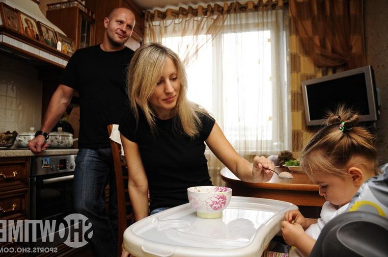федор емельяненко с женой и дочерью