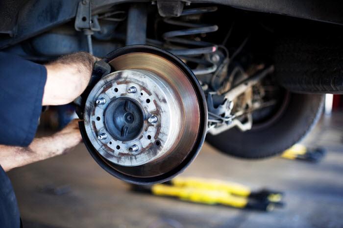 Как заменить тормозные колодки на автомобиле