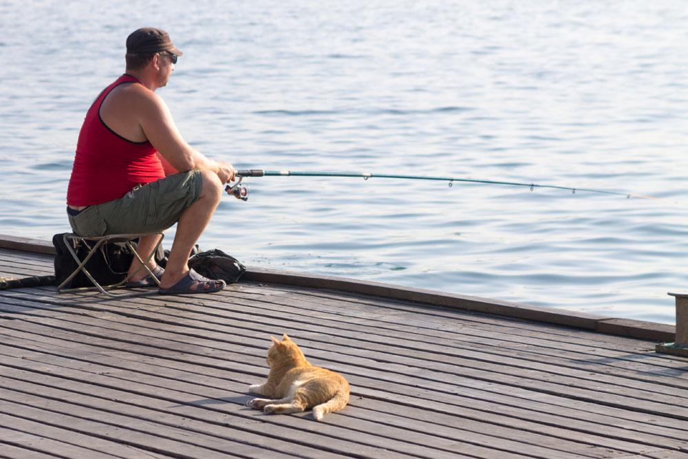 Маскировка рыболова: так ли он важна