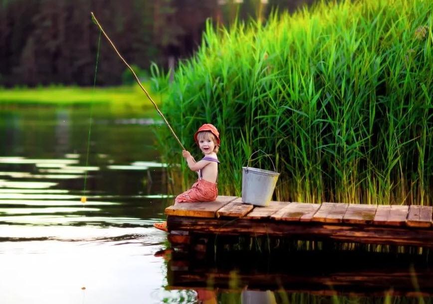 Особенности летней рыбалки: маскировка, снасти, наживка