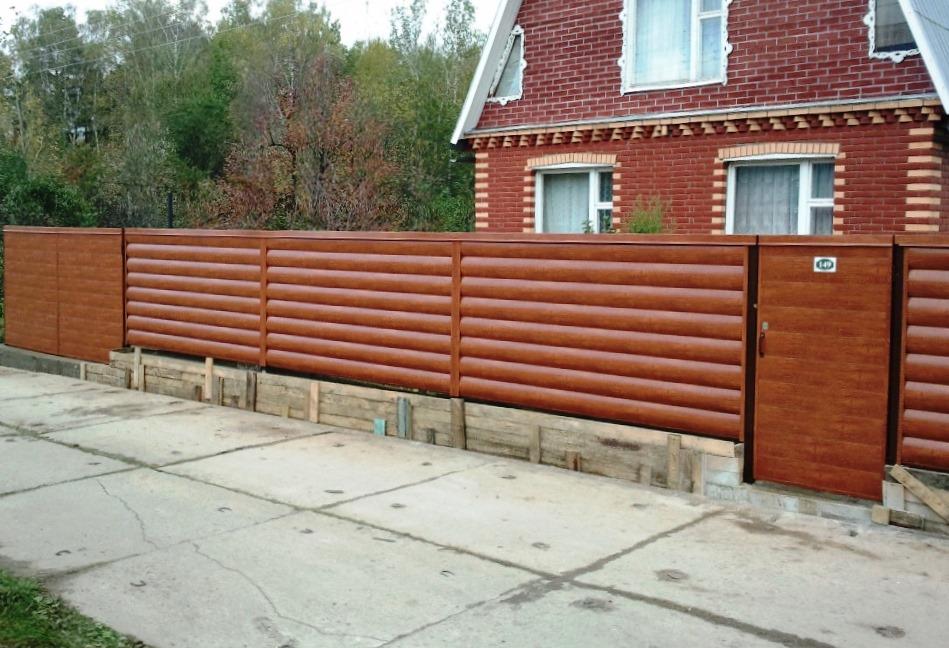 Деревянный забор из блок-хауса