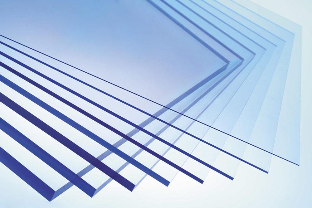 Оргстекло, поликарбонат: в чем преимущества современного строительного материала