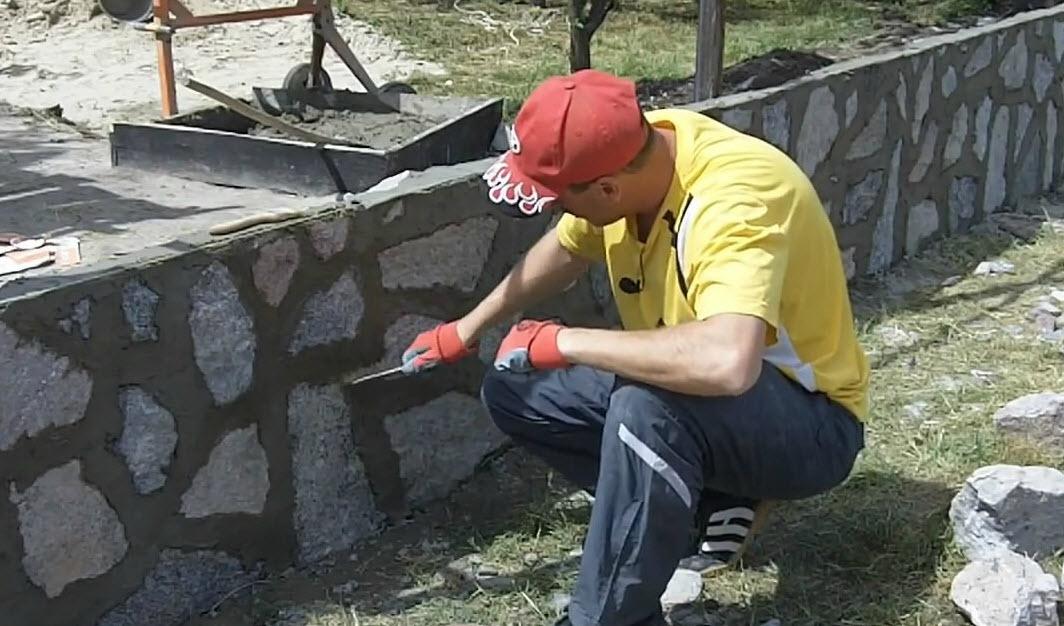 Как выполнять кладку из бутового камня?