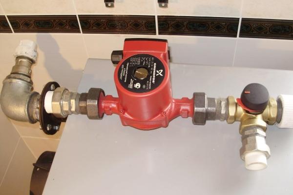 Как правильно установить циркуляционный насос в систему отопления дома?