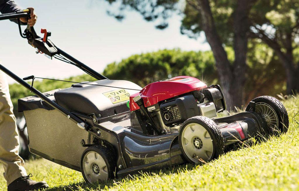Бензиновые газонокосилки: как выбрать и как обслуживать